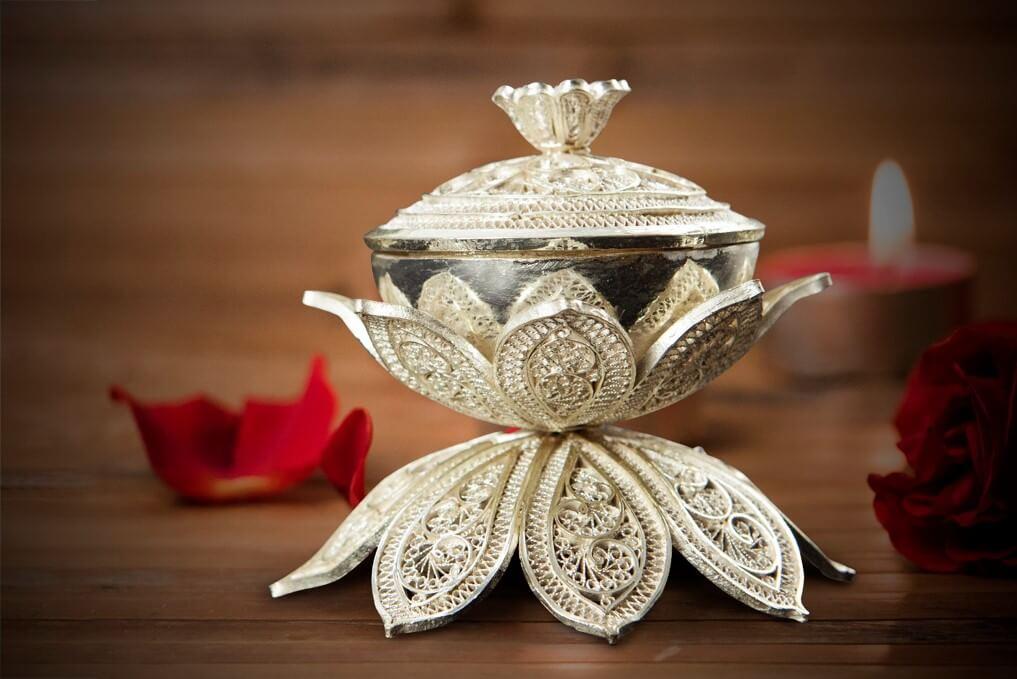 Lotus vermillion box
